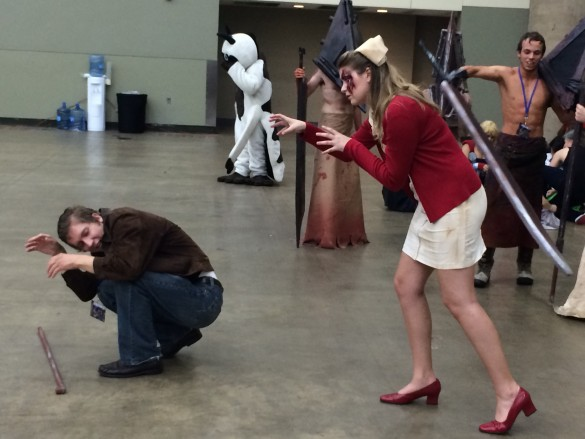 This Silent Hill cosplay is epic, especially due to the off duty Pyramid Heads in the background