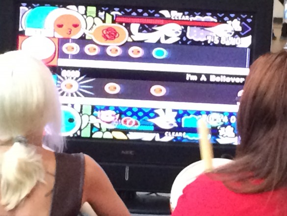 Playing Taiko no Tatsujin with real controllers makes all the difference