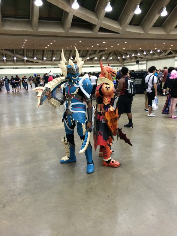 These two Monster Hunter coplayers are too much rad for one picture
